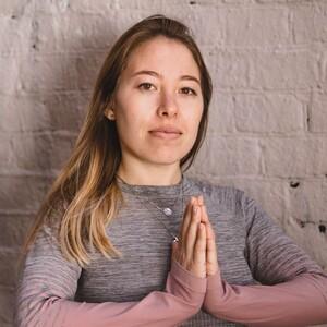 Йога для начинающих с Эльвирой Махмутовой (запись класса) / 1,5 часа