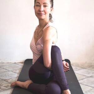 Хатха-йога с Анной Глуховой (трансляция класса)/ 1,5 часа